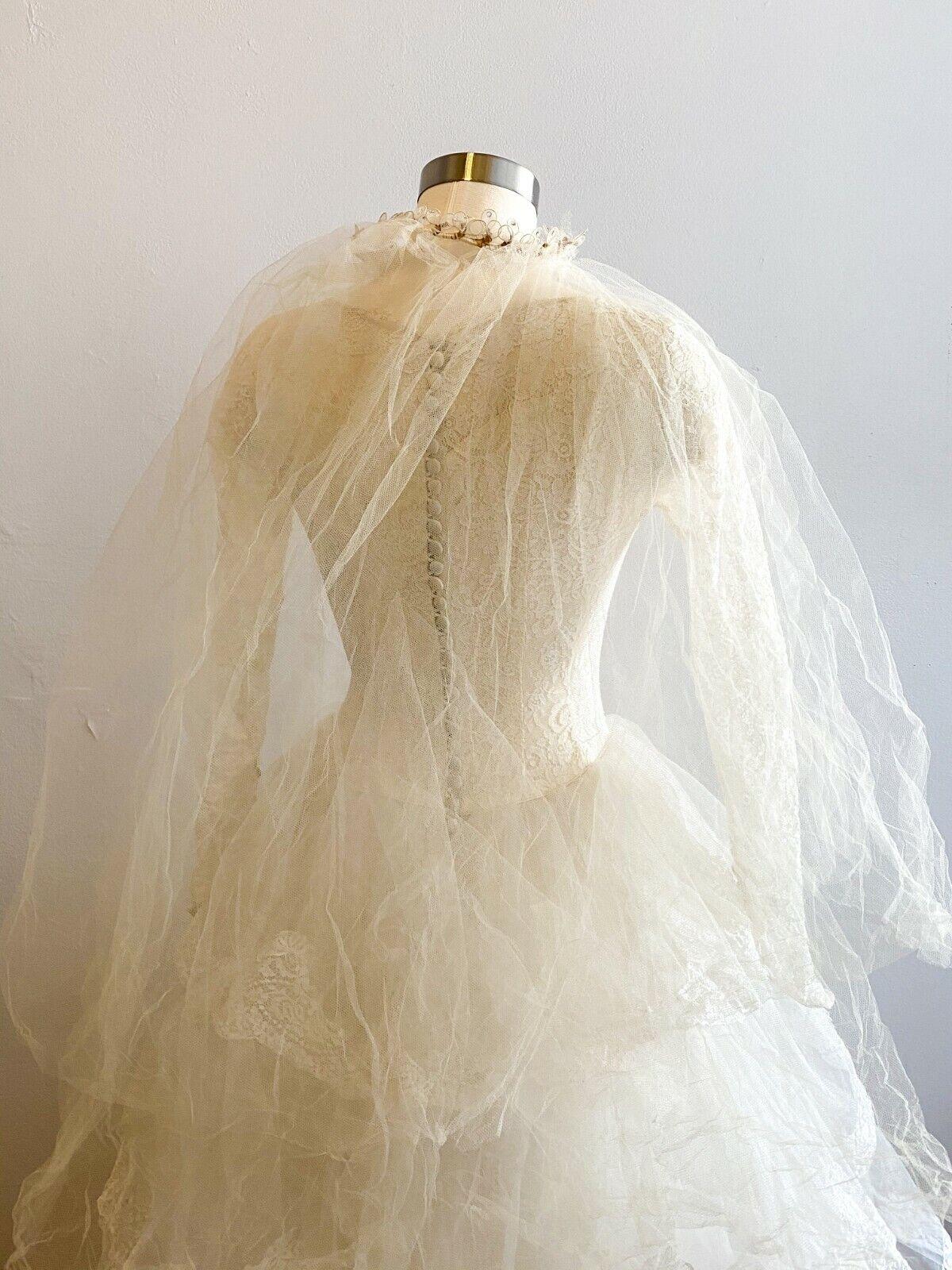 1950's Vintage Wedding Dress Lace w/Juliet Cap & … - image 12