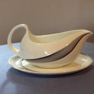 Wedgwood-Apollo-bone-china-gravy-boat-and-underplate-shape-225-R4759