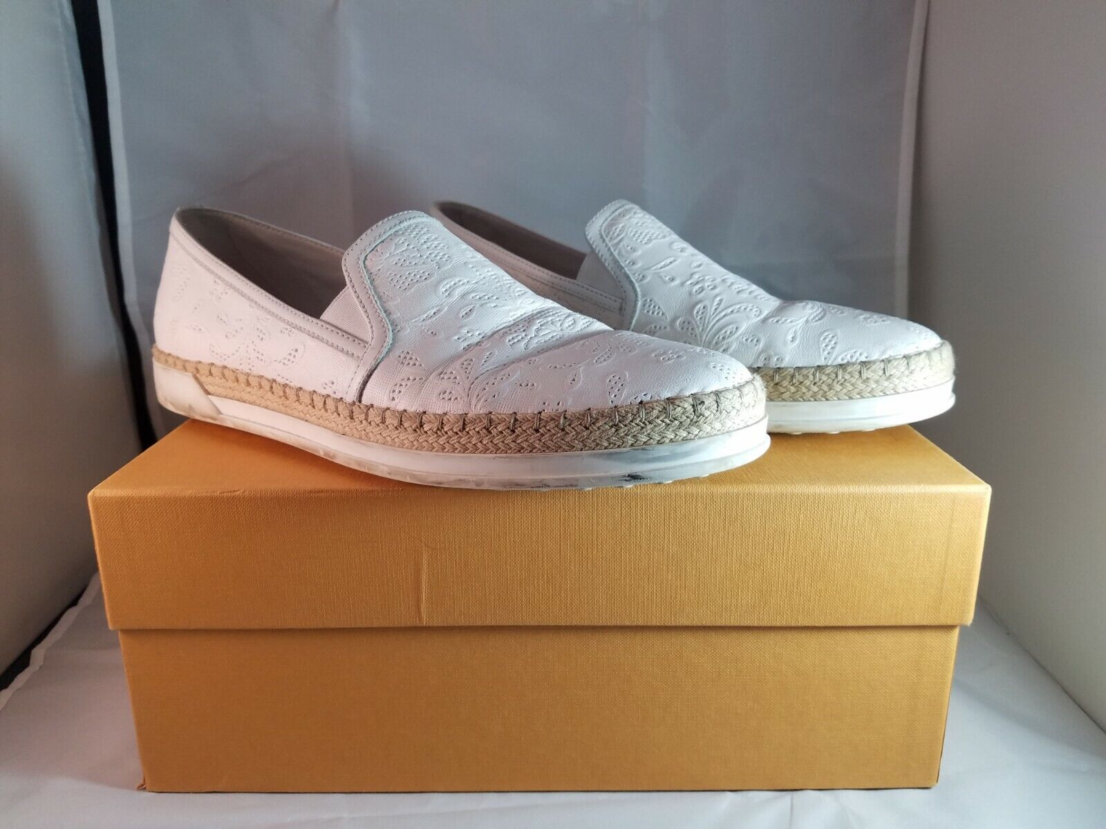 TODS White Womens Sneakers SIZE 38.5 Made in Italy With Box