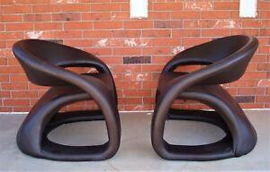 Paire-De-Milieu-du-Siecle-Moderne-Brun-Fonce-Texture-En-Cuir-Synthetique-RUBAN-chaises