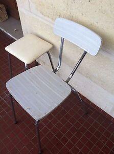 Détails sur Chaise blanche en formica;avec tabouret sky cuisine années 70; ancienne.