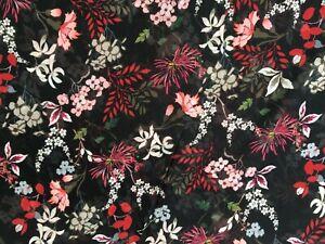 coupon-de-tissu-voile-polyviscose-fond-noir-imprime-fleurs-3-m-R-pant