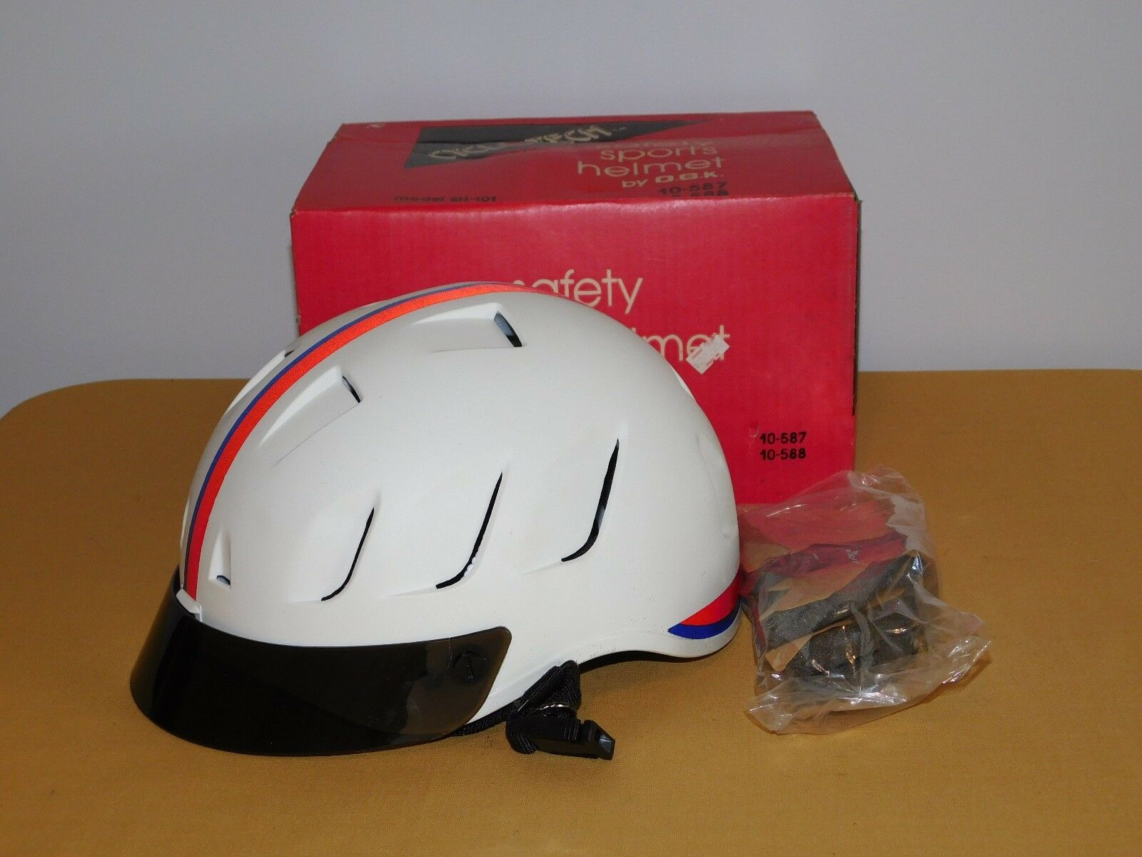 VINTAGE 1983 CYCLOTECH SAFETY SPORTS HELMET  OGK MODEL SH-101  ADULT SIZE  100% free shipping