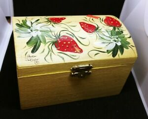Vintage-Hand-Painted-Wooden-Recipe-Trinket-Box-Strawberry-amp-White-Flowers-Signed