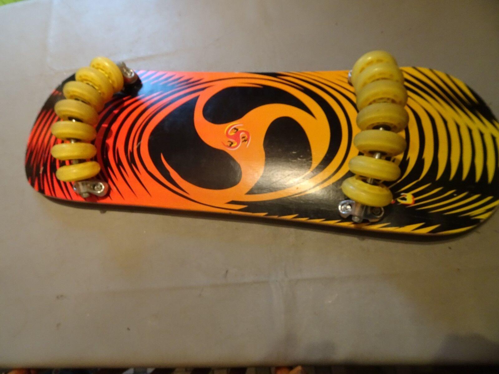 Skateboard Board wie Wellenreiten Snowboarden mit unten 14 Rollen rund unten mit Neuwertig 323c71
