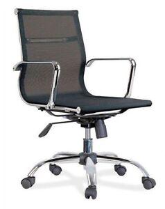 Silla-de-oficina-baja-Hook-en-color-negro-y-elaborada-en-polipiel-y-metal-60x100