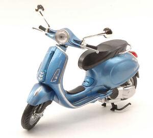 NEW-RAY-1-12-MOTO-DIE-CAST-VESPA-PRIMAVERA-CELESTE-METALLIZZATO-ART-57553