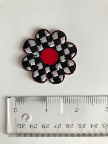 Set of 8 Black /& White Checkered Flower Embroidered Iron-On Patch