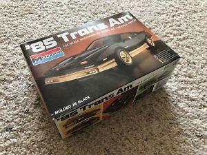 1985-Pontiac-Trans-Am-Model-Car-Kit-NEW-Sealed-inside-Monogram-1-24-Black-Gold