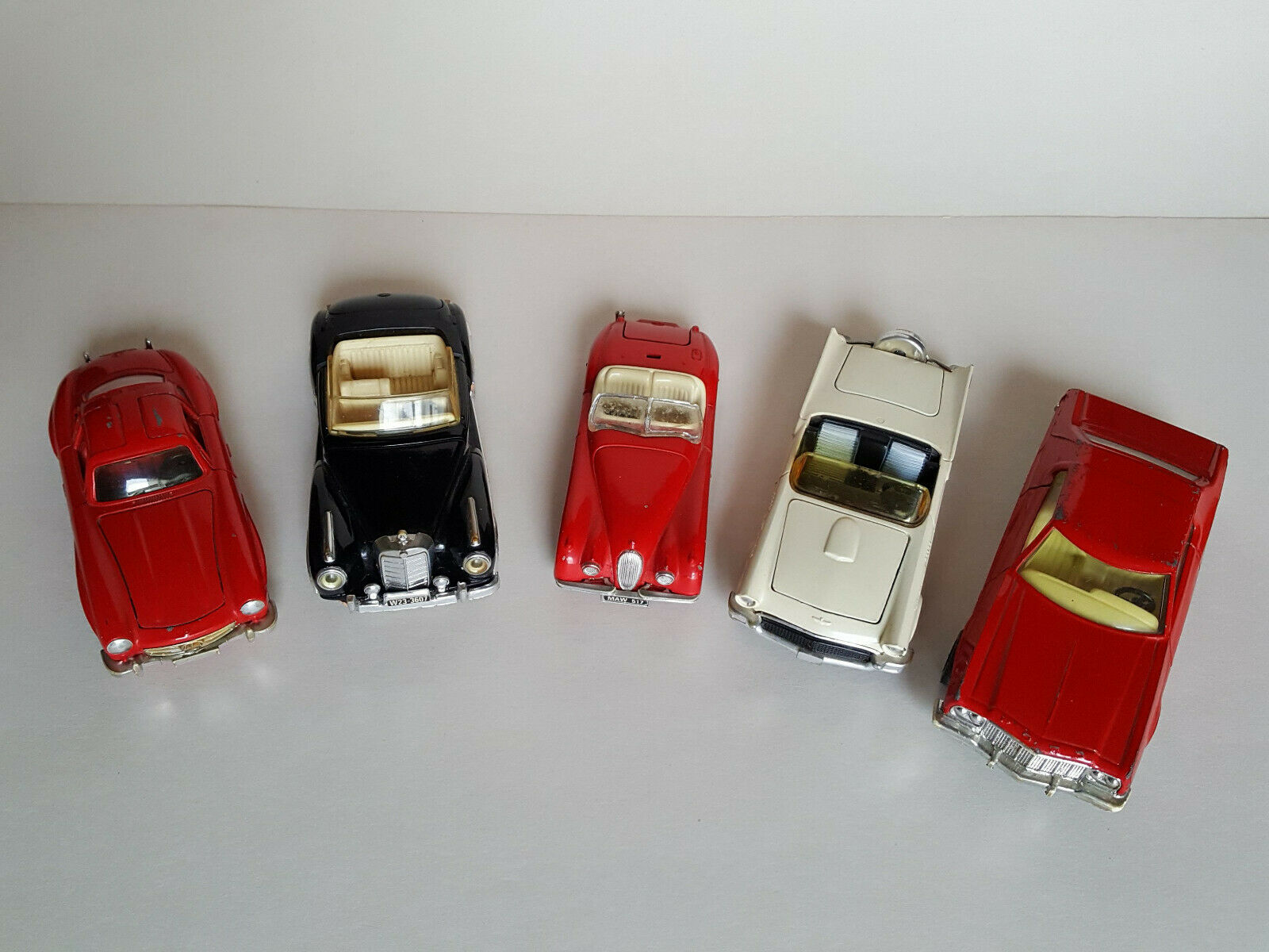 5 Voitures CORGI Mercedes 300SL Ford  Grand Torino  Jaguar