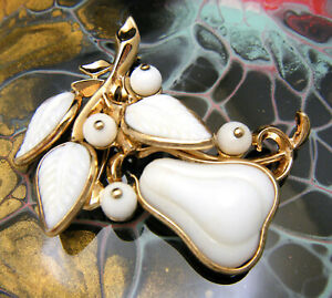 Crown-Trifari-Pat-Pend-Vintage-Brooch-Poured-Glass-Pear-Brooch-White-Gold-Tone