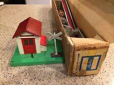 LIONEL 364 LOG LOADER  BOXED  NICE!!!!& 154 Gateman
