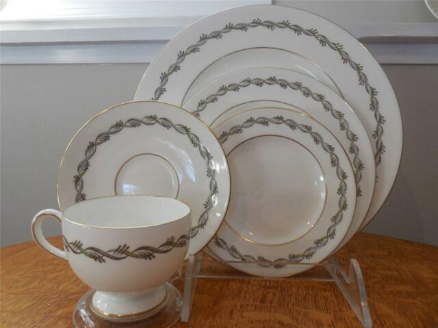 Wedgwood Chiltern bone china FIVE piece place setting W4284