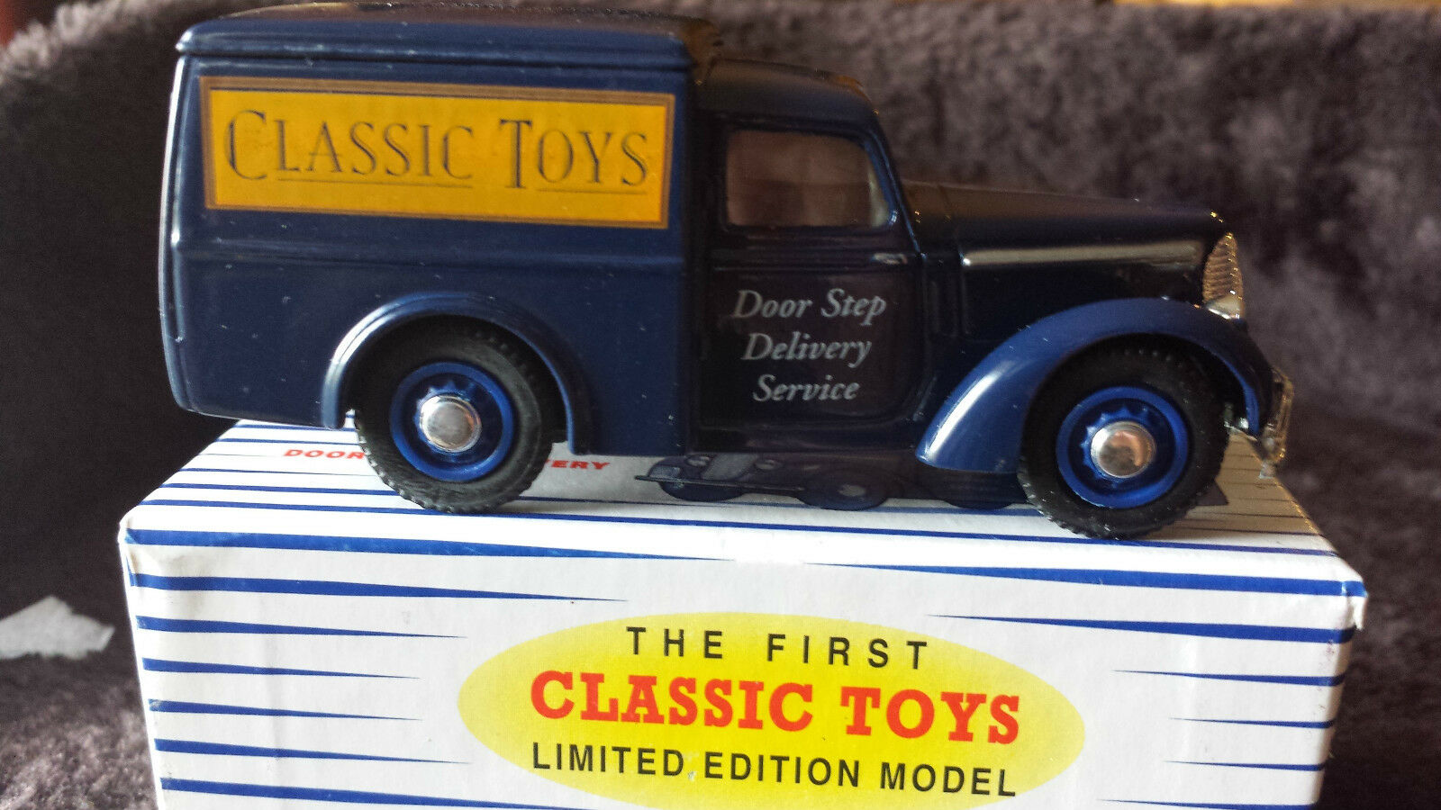DINKY  CLASSIC TOYS LTD  COMMER DELIVERY VAN