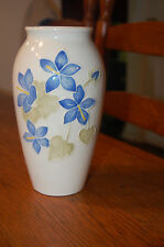 MOORCROFT POTTERY VASE MADE IN ENGLAND MARKED RARE ESTATE POTTERY BLUE FLOWERS