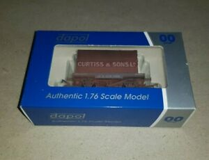 OO Gauge Dapol DA4F-037-109 Conflat & Container Curtiss Weathered Wagon boxed