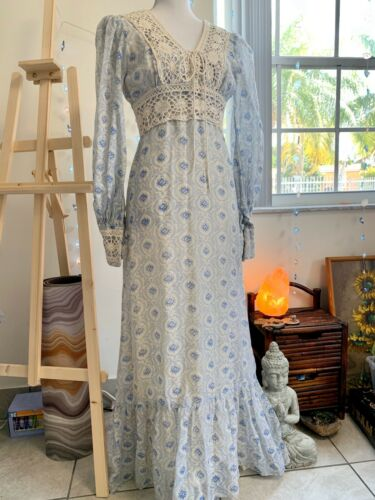 Small Vintage 1970s Gunne Sax Style Lace Up Weddin
