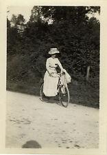 PHOTO ANCIENNE - VINTAGE SNAPSHOT - FEMME VÉLO BICYCLETTE ÉLÉGANCE -FASHION BIKE