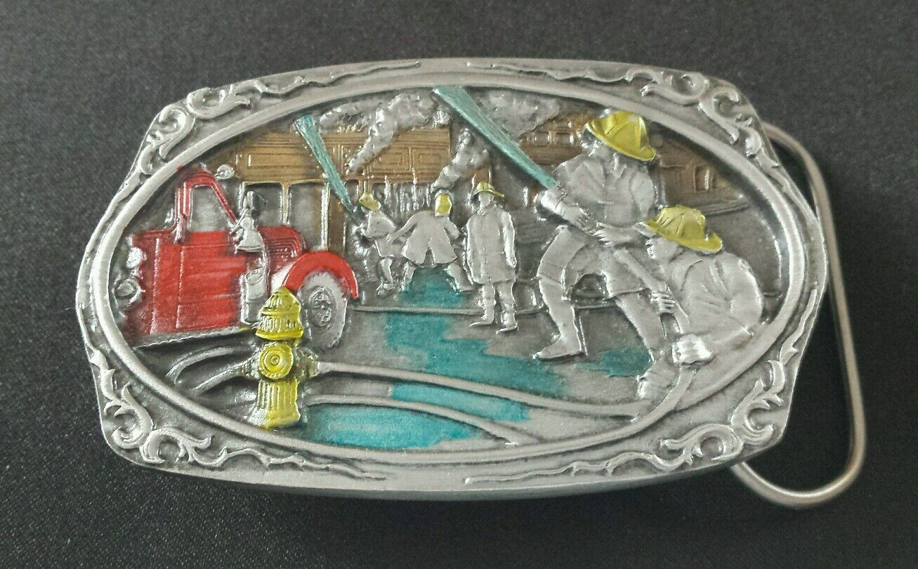 FIREMEN FIRE FIGHTERS BATTLING A FIRE TRUCK COLORFUL BELT BUCKLE MADE IN USA NEW