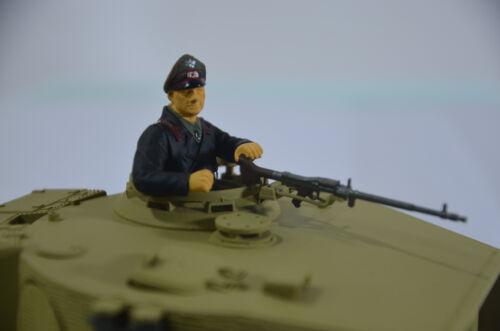 1//24 TIGER Tank CREW COMMANDER GERMAN PAINTED RESIN FIGURE RC Model Kit