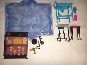 MATTEL-MONSTER-High-Furniture-High-School-EUC-Creepatoria-Sports-Gym-Desk-Pool
