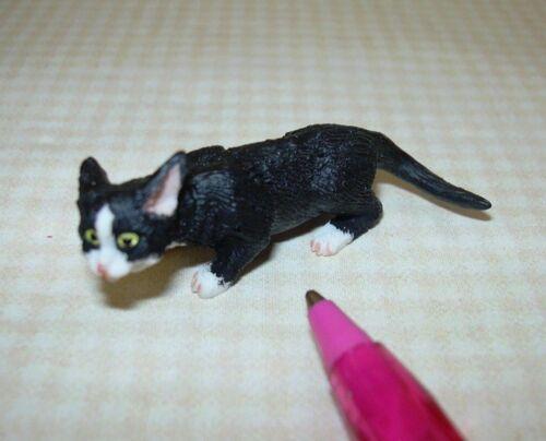 "STALKING DOLLHOUSE Miniatures 1:12 Miniature Black Resin Cat w//White /""Socks/"""