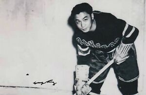 LARRY-KWONG-AUTHENTIC-AUTOGRAPH-HOCKEY-PHOTO