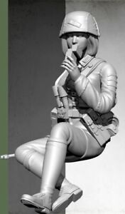 1-35-Resin-WW2-German-Female-Soldier-at-Rest-Unassembled-Unpainted-BL703