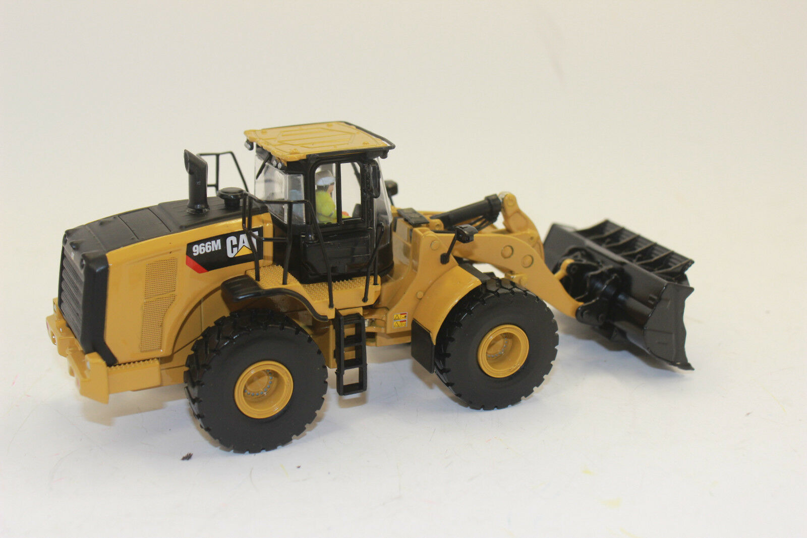 Diecast Masters 85928 CAT Caterpillar 966M Radlader 1 50 NEW BOXED