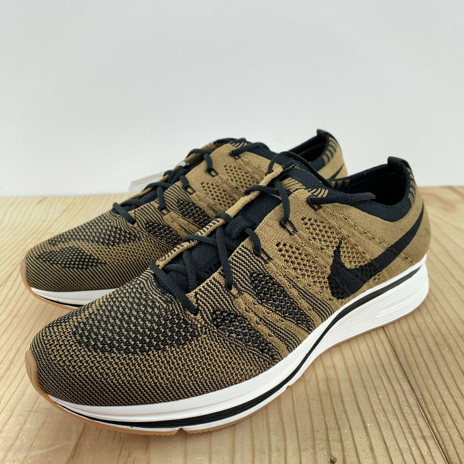 Nike Flyknit Trainer golden Beige Size 8 gold Black Mens Running shoes