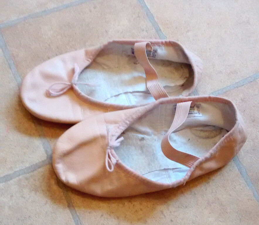 Girls pink leather Bloch ballet shoes size 1C