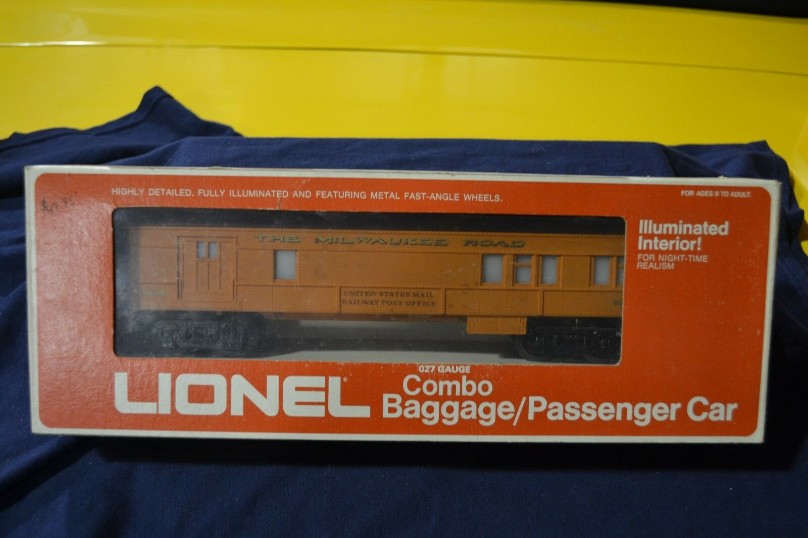 Lionel 6-9506 Milwaukee Road Combo Baggage Passenger Car - NEW