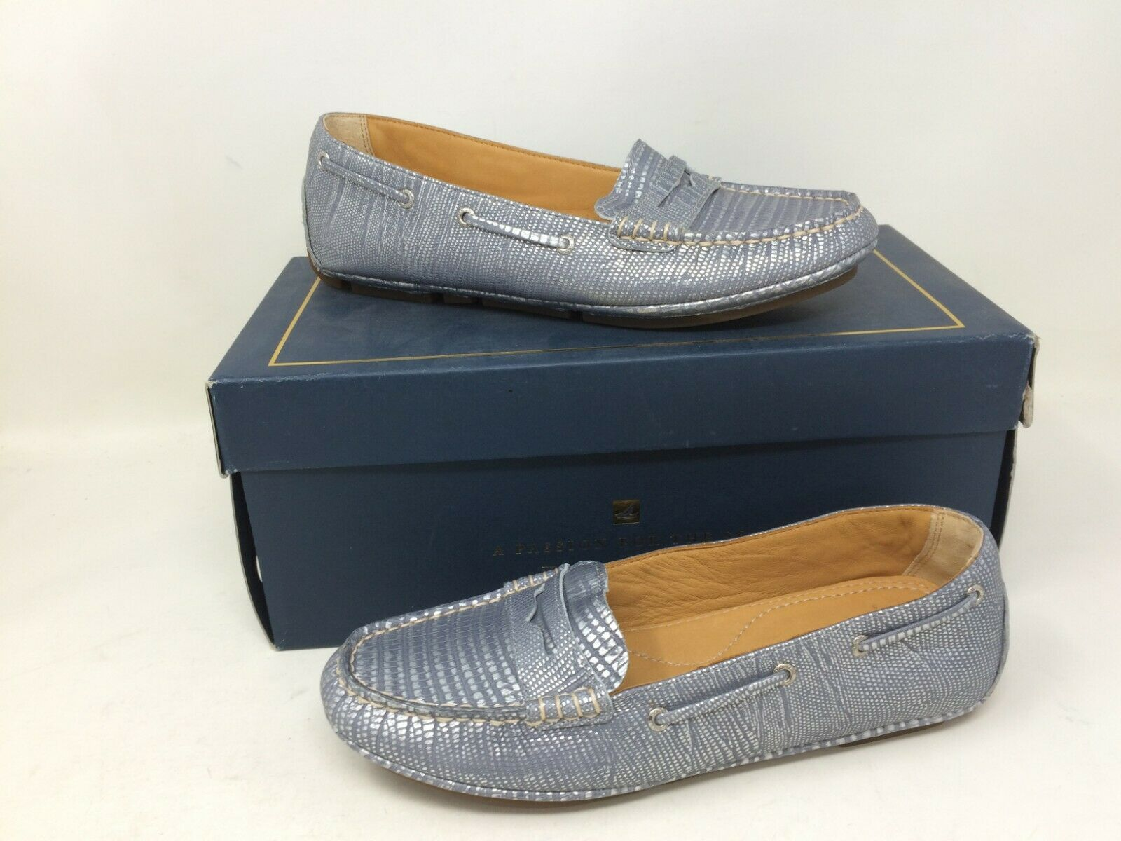 New In Box  Women's Sperry Top-Sider gold Penny Driver 91206 Silver Loafer 68G