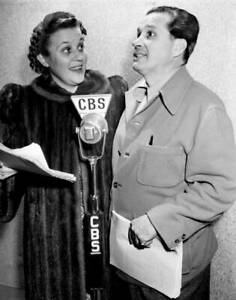 OLD-CBS-RADIO-PHOTO-Molly-McGee-amp-Fibber-McGee-on-The-Whole-Towns-Talking-1