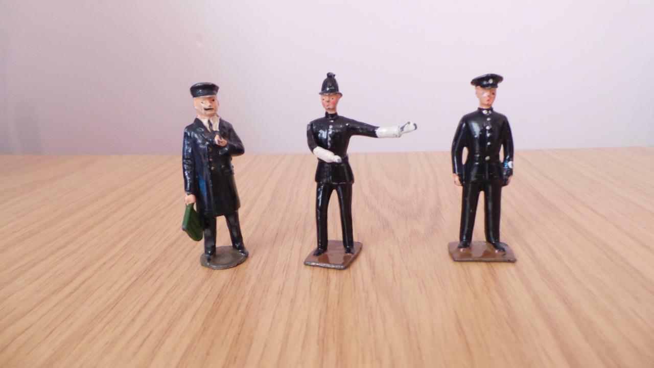 Bb10  Britains Policeman & Railway Station Guards x 3