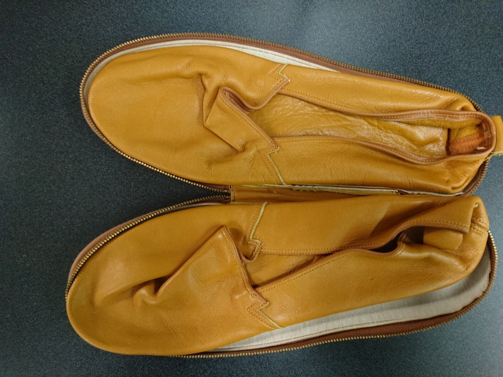 Vintage leather slippers with leather travel case by Packard - NOS