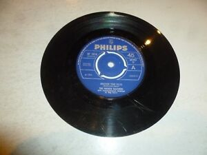 THE-WALKER-BROTHERS-Another-Tear-Falls-1966-UK-2-track-7-034-Vinyl-Single