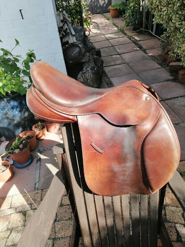 Bates Saddle for sale 17 to 17 1/2 inch  44R