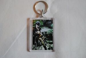 PINK-U-UR-HAND-I-039-M-NOT-DEAD-TOUR-PLASTIC-KEYCHAIN-KEYRING-NEW-OFFICIAL-RARE