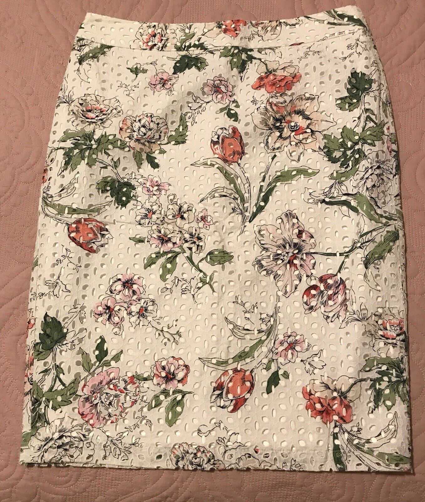 Ann Taylor pink and white floral eyelet straight fit skirt Size 8 Tall cotton