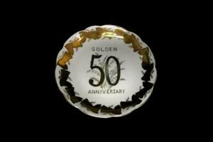 Norcrest-Pedestal-Platter-50th-Anniversary-Fine-China-B-179-Golden