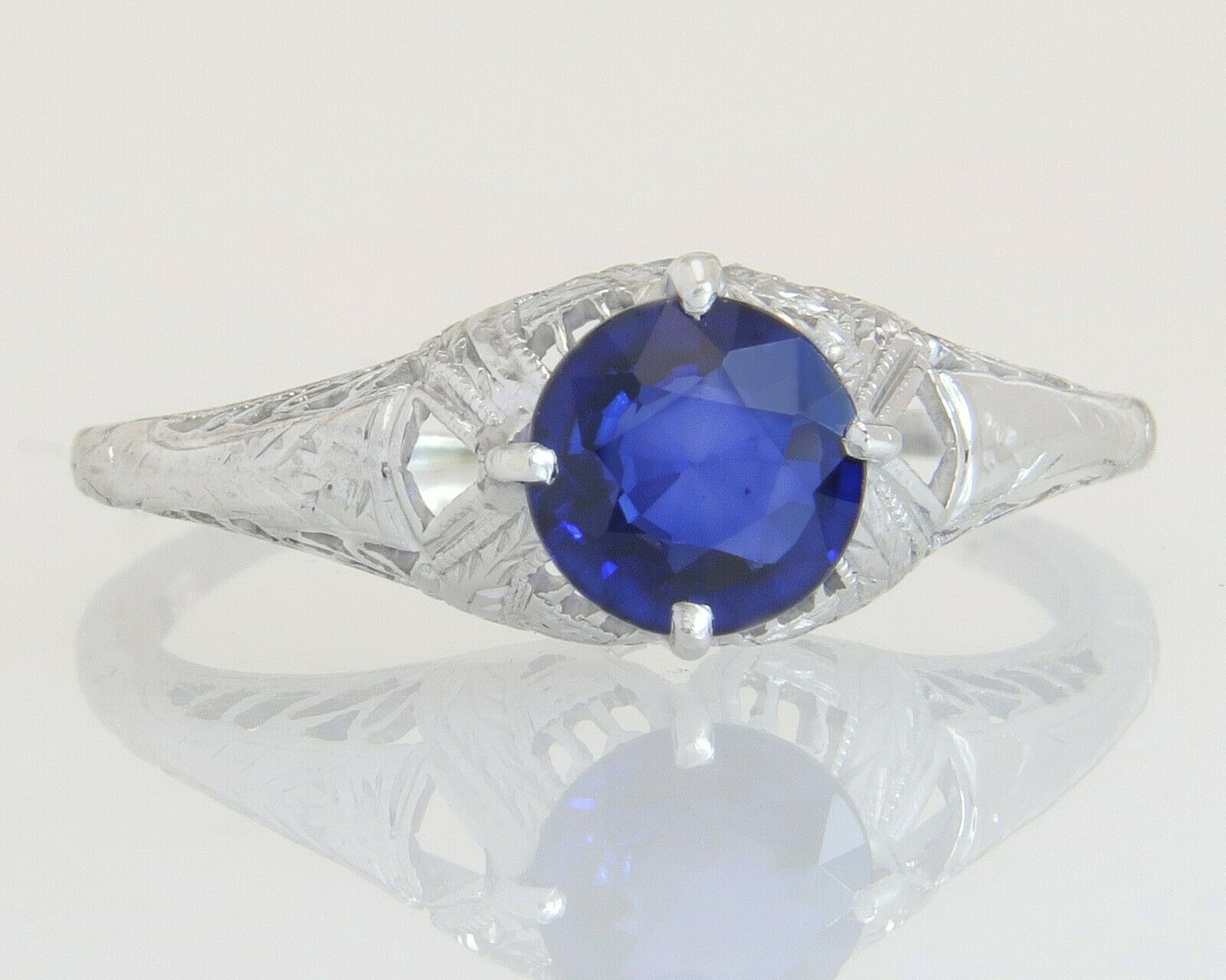 Antique Estate 18K gold .71ct Genuine bluee Sapphire Art Deco Engagement Ring 2g