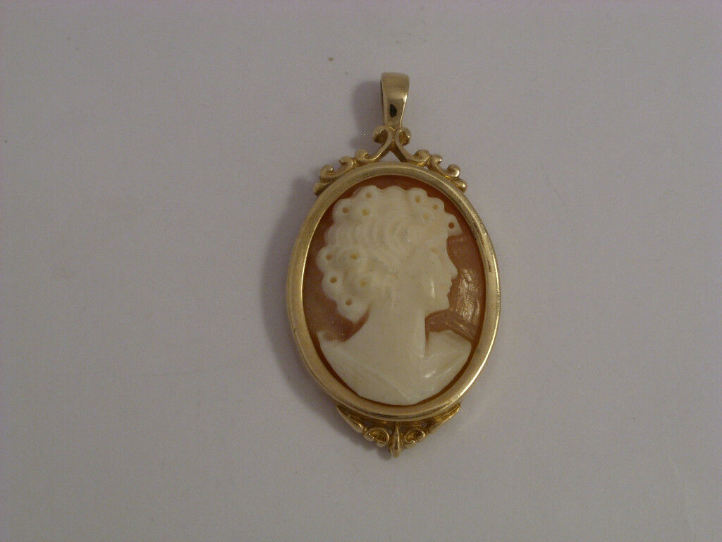9ct gold Cameo Pendant With Ornate Detail   Height  3.1cms   3.2gms   Secondhand