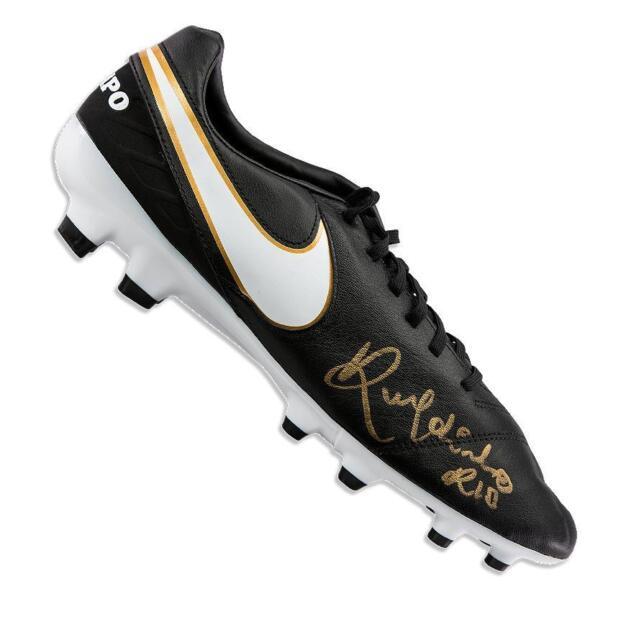 competitive price 02d28 145e8 Ronaldinho Signed Black Nike Tiempo Boot Autograph Cleat