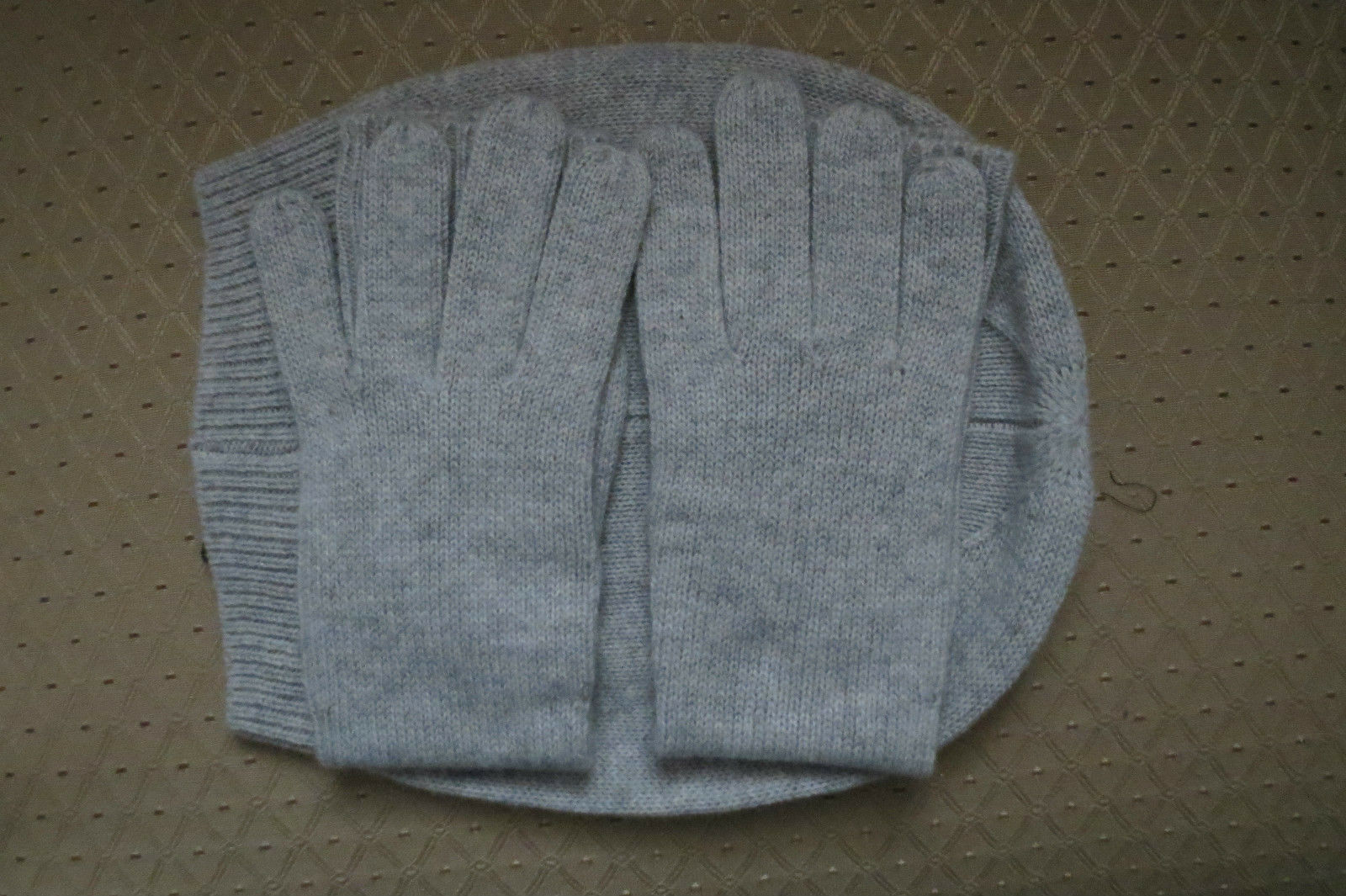 M.I.L.A. Cashmere Beanie and Glove Set Made in USA NWT – Light Grey -