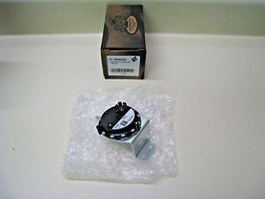 York S1-02435779000 Air Pressure Switch 0.90 IWC On Fall SPNO NEW Source 1