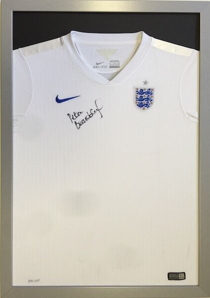 SILVER CLASSIC FRAME TO DISPLAY FOOTBALL SHIRT-FRAME FOR SHIRT-ENGLAND