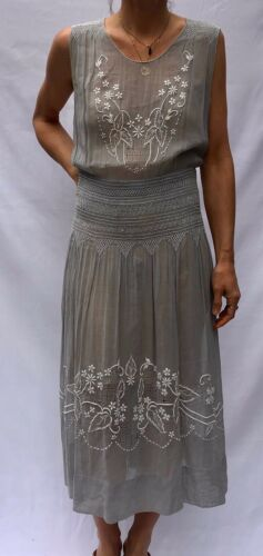 Embroidered Hungarian Dress Sz. Medium Gray/white