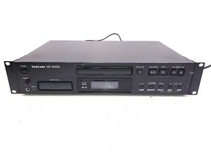 Tascam-CD-200iL-Professional-CD-Player-with-30-Pin-and-Lightning-iPod-Dock