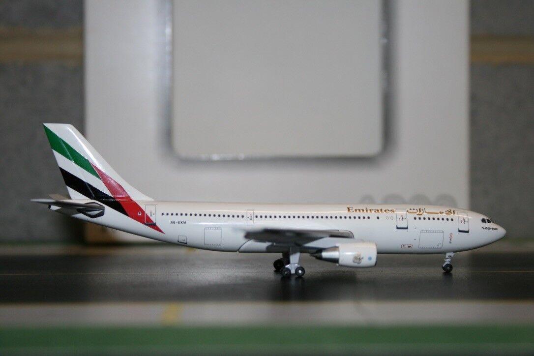 Aeroclassics 1 400 Emirates Airbus A300 A6-EKM (ACA6EKM) Die-Cast Model Plane
